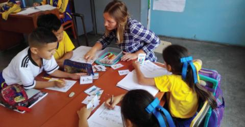 تطوع وتعليم اللغة الإنجليزية للأطفال في بيرو